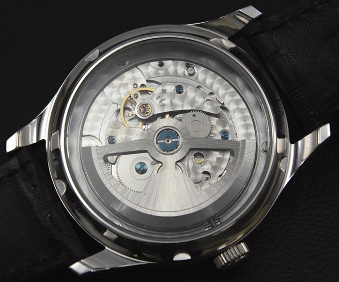 深蓝色机械自动缠绕手表导航和业务看底盖