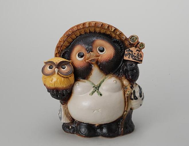 9号ふくろう付狸 伝統的な味わいのある信楽焼き 置物 小物 和テイスト 陶器 日本製 信楽焼 縁起物 焼き物 和風 しがらき タヌキ たぬき フクロウ 梟