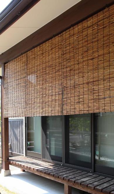 外吊りすだれ 幅88×高さ約110cm いぶしよしすだれ(中) ロールアップ 目隠し 日よけ 屋外 室外 すだれ 琵琶湖ヨシ 巻上タイプ 和室 洋室 リビング 国産