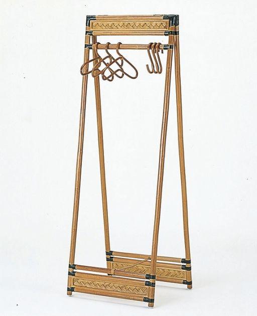 何を掛けてもおしゃれに見えるA型ハンガー。 藤折りたたみ式ハンガーラック 収納家具 玄関収納 コートハンガー 最安値に挑戦 新生活 引越