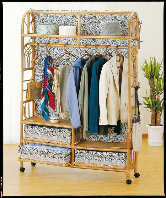 上着やコートなど、よく使う服をちょい掛しておくと便利。 上棚付ワイドハンガーラック 幅120cmタイプ 収納家具 玄関収納 コートハンガー 送料無料 最安値に挑戦 新生活 引越