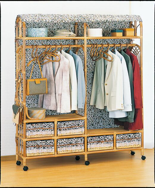 上着やコートなど、よく使う服をちょい掛しておくと便利。 上棚付ワイドハンガーラック 幅150cmタイプ 上着やコートなど、よく使う服をちょい掛しておくと便利。 上棚付ワイドハンガーラック 幅150cmタイプ 収納家具 玄関収納 コートハンガー 送料無料