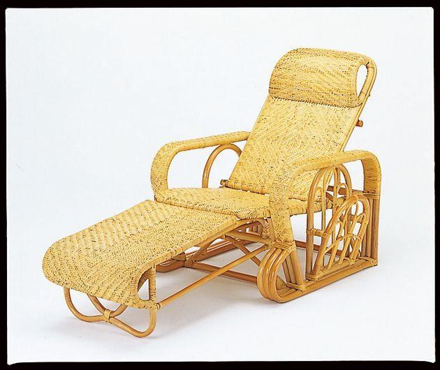 座椅子 オットマン(足のせ)は引き出すと座面と一緒になります。サイドにはマガジンラックが付いて肘掛部は全籐総アジロ編みのデラックスタイプです。 籐デラックス三ツ折寝椅子 イス・チェア 座椅子 籐製 折りたたみ 送料無料 敬老の日 母の日 父の日 ギフト プレゼント