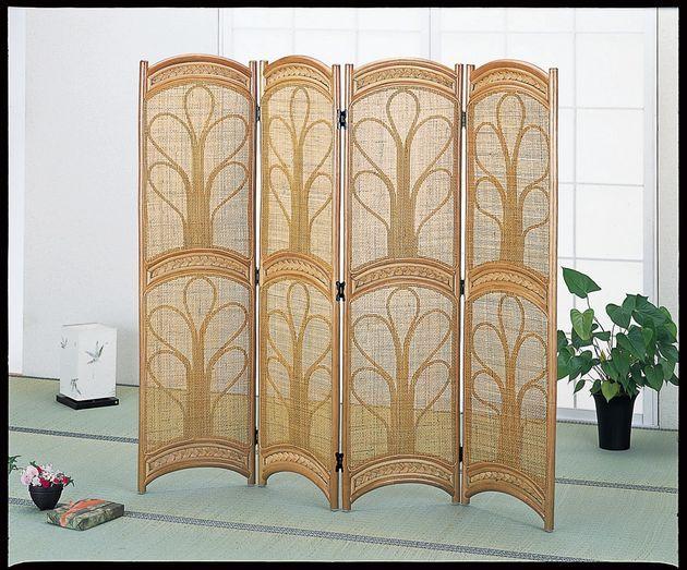 美しい編模様で、お部屋を選ばないシックなデザインです。目隠し効果が高く、涼しげな籐の趣は暑い季節にぴったり。 ロータイプ スクリーン4パネル ブラウン色 オフィス家具 パネル・パーテーション 送料無料