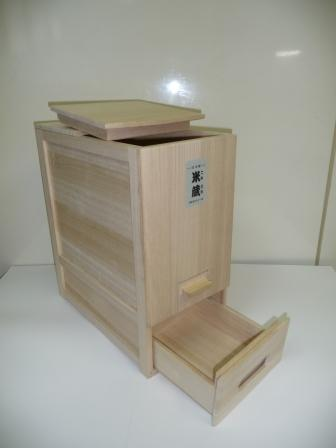 総桐米びつ「米蔵 30kg用」 竹本木箱店