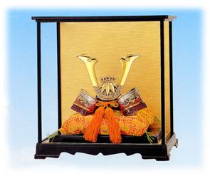 織田幸銅器:名将兜シリーズ「出世 源義経公兜 PC製ガラスケース付き」