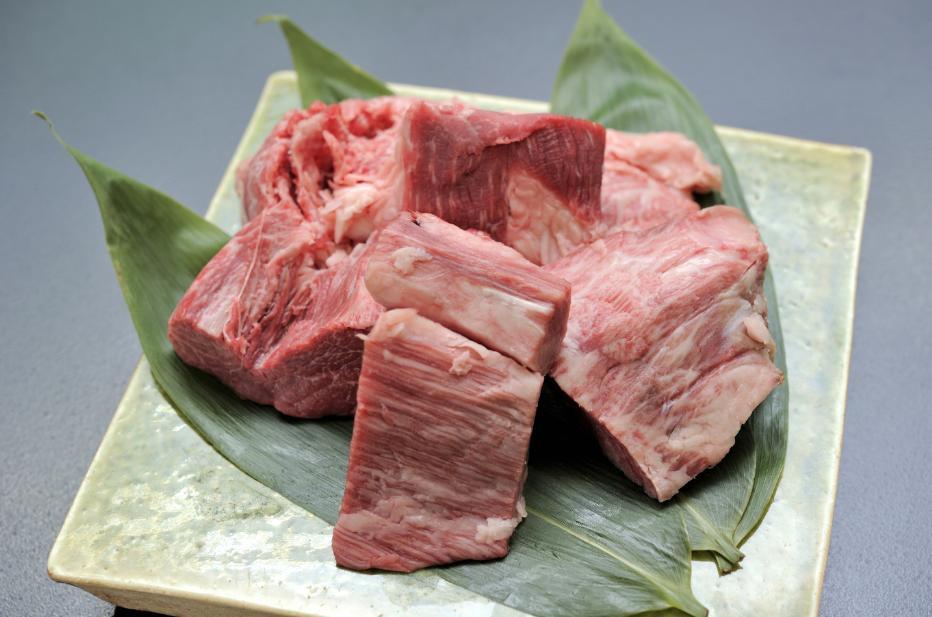 販売実績No.1 訳アリといっても 国内即発送 近江牛の上品な味に遜色はございません ぜひお試しください 近江牛A4以上 訳アリ フィレステーキ焼肉カット500g
