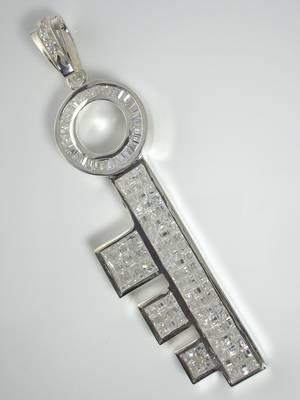 925シルバー 鍵(KEY) ジルコニアストーン付 デザインペンダント