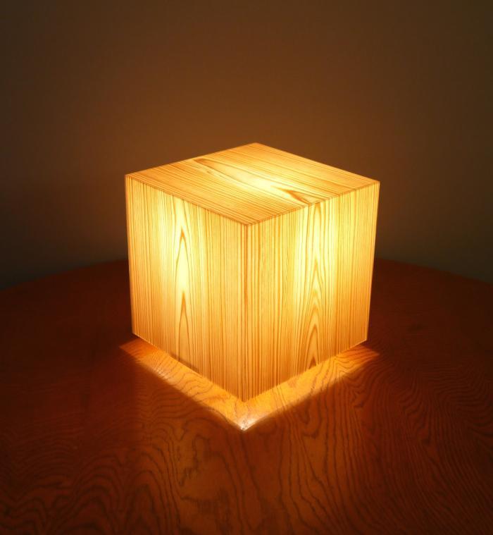 AKA-007 アクリキューブ行灯 銘木ツキ板 (国産杉板目)LED電球 フイルム加工