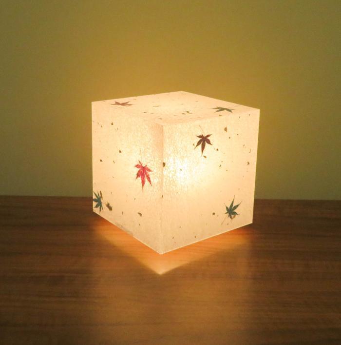 AKA-011 アクリキューブ行灯 手漉き和紙 紅葉入り(美光紙)LED電球