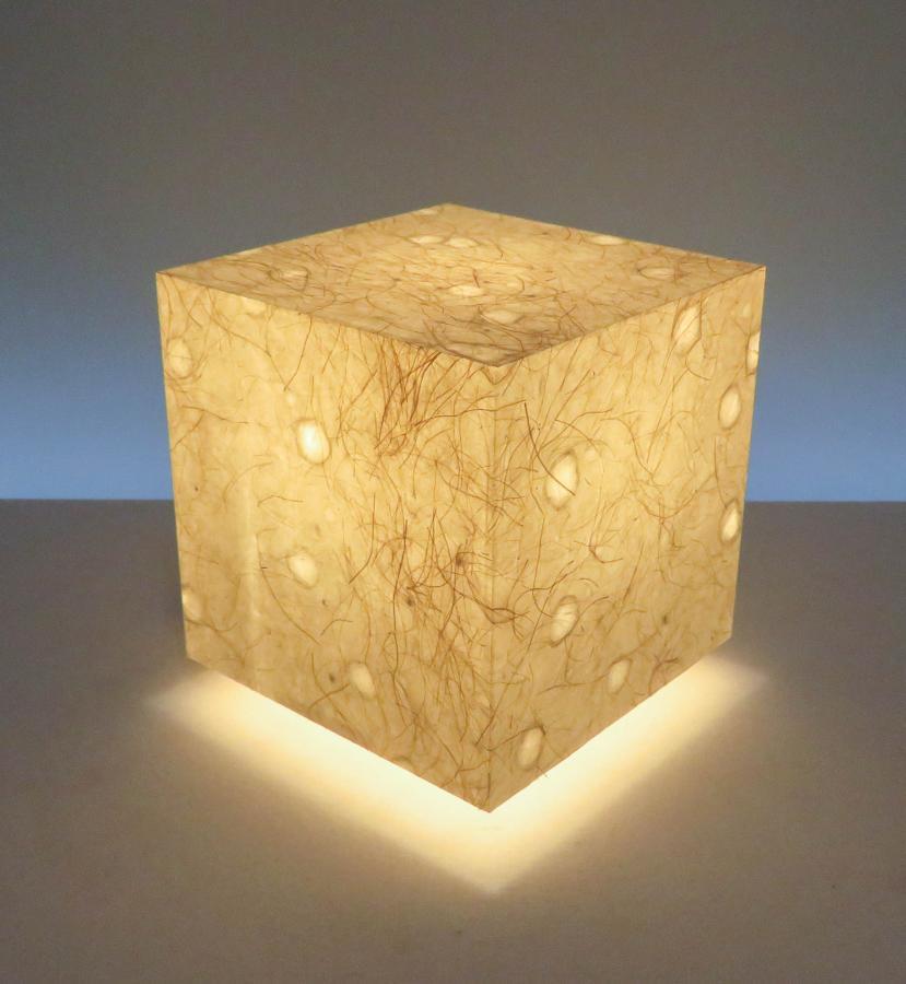 AKA-071アクリキューブ行灯 Sサイズ 手漉き楮和紙/麻繊維入り 落水紙(MOLZA)ホテル・和風旅館・飲食店・リラクゼーション施設などにお薦め!天然素材の美しさと耐久性を組み合わせた作品です。