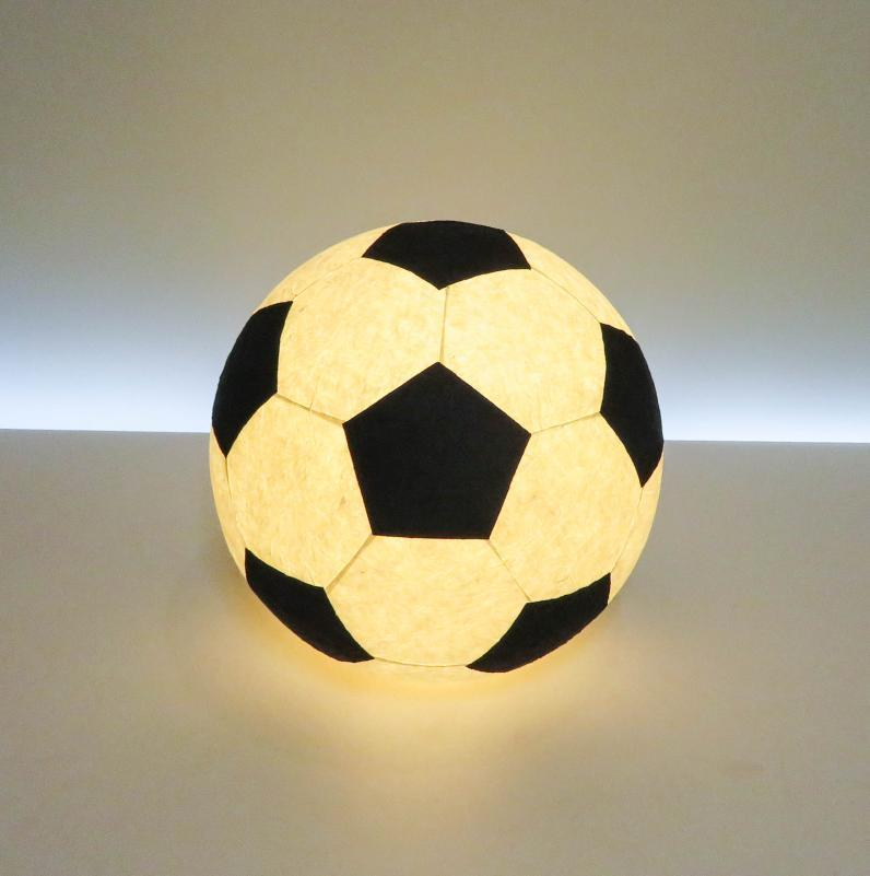 AMIO-211A 球体行灯「舞」(置) サッカーボールランプ 手漉きモミ和紙(LED電球色)サッカー好きなお子様や、ご友人へのプレゼントとしてお薦めです!
