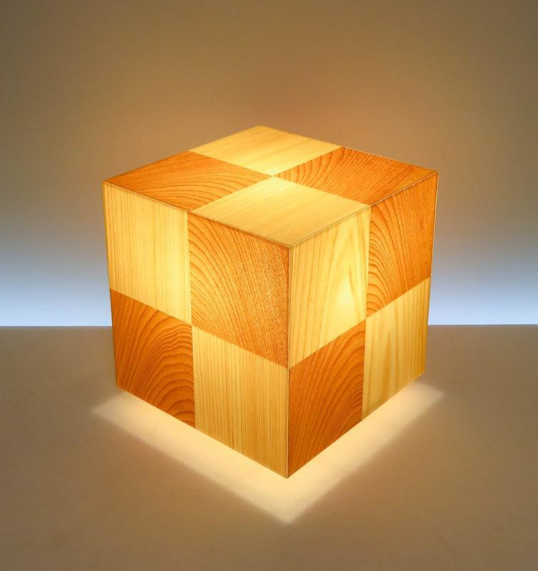AKA-066 アクリキューブ行灯 Sサイズ 市松模様 桧/桜ツキ板天然銘木の極上部分を使用した灯りです。
