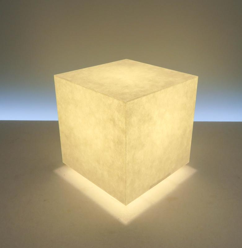 AKA-061 アクリキューブ行灯 Sサイズ楮和紙無地(未晒し)ホテル・和風旅館・飲食店・リラクゼーション施設などにお薦め!楮(こうぞ)100%和紙の美しさと耐久性を組み合わせた作品です。