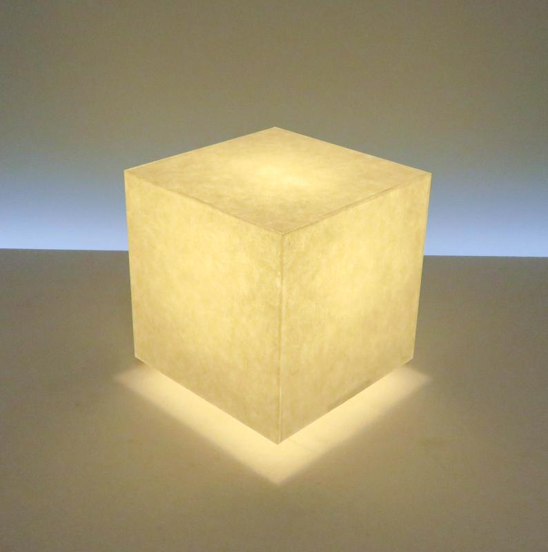 AKA-009-2 アクリキューブ行灯 M180サイズ 楮和紙無地(未晒し)ホテル・和風旅館・飲食店・リラクゼーション施設などにお薦め!楮(こうぞ)100%和紙の美しさと耐久性を組み合わせた作品です。