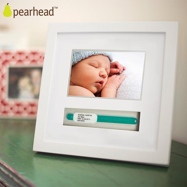 出産時にもらうネームバンドと赤ちゃんの写真が一緒に飾れるフォトフレーム 上品 NYデザインのメモリアルアイテム \ママ割登録でP2倍 pearhead ペアヘッド フレーム NZPH86013 最新号掲載アイテム ネームバンド ホワイト