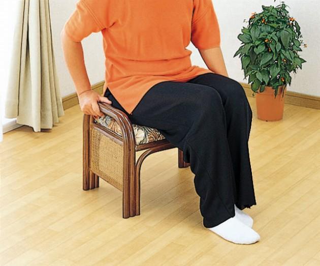 \ポイント10倍★8/15・16限定★/ 座椅子 籐製なら軽いから、持ち運びにも便利! 籐らくらく座椅子 イス・チェア 座椅子 座イス 座いす 椅子 いす イス チェア チェアー 姿勢 腰痛 コンパクト 北欧 シンプル クッション 座布団