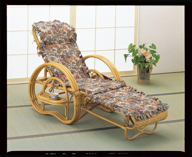 \ポイント10倍★8/15・16限定★/ 座椅子 豪華なジャカード織カバー付でオールシーズン快適にご使用いただける籐三つ折りチェアーです。 ジャカード織カバー付三ツ折寝椅子 イス・チェア 座椅子 籐製 送料無料 敬老の日 母の日 父の日 ギフト