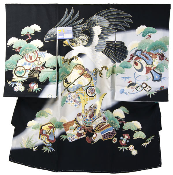 お宮参り初着 金彩加工 黒色生地に飛躍する鷹と兜の古典柄 5つ紋入れサービス 仕立上り 下着付 送料無料