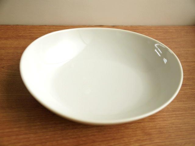 休み たまご型のカラフルなカレー皿 カレーにパスタに大活躍 ホワイト オーバルカレープレート 定価