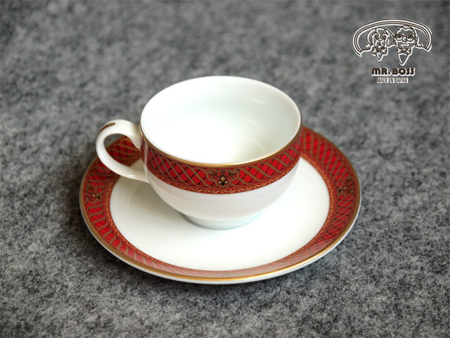 優雅なデザインと色合いが テーブルをワンランクアップさせる ドンチーレッド 豊富な品 1客 兼用碗皿 超人気 専門店 丸型