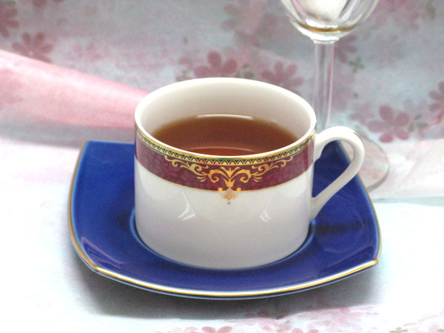 商い ちょっと変わった四角い瑠璃色ソーサーがおしゃれ ヴィクトリア コーヒーカップ ソーサー 1客 宅配便送料無料 瑠璃色ソーサー