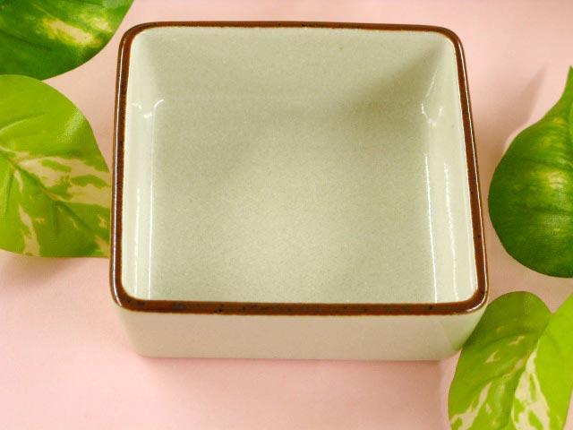 茶色のフチ取りがポイント 迅速な対応で商品をお届け致します 卓越 淑 角鉢 小 1個