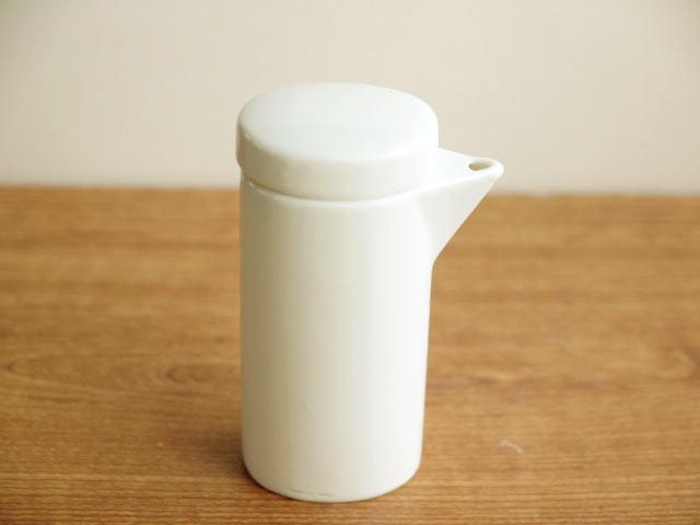 陶磁器だからさっと洗えていつも清潔 スマートな形がオシャレ☆ 年間定番 ソースポット 小 今季も再入荷