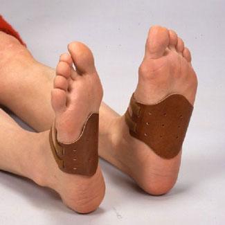 靴下やストッキングの上からでも装着可能 マグピン 送料無料 定形外郵便 本店 ピンピン 土踏まず用 磁気健康足心サポーター 予約販売