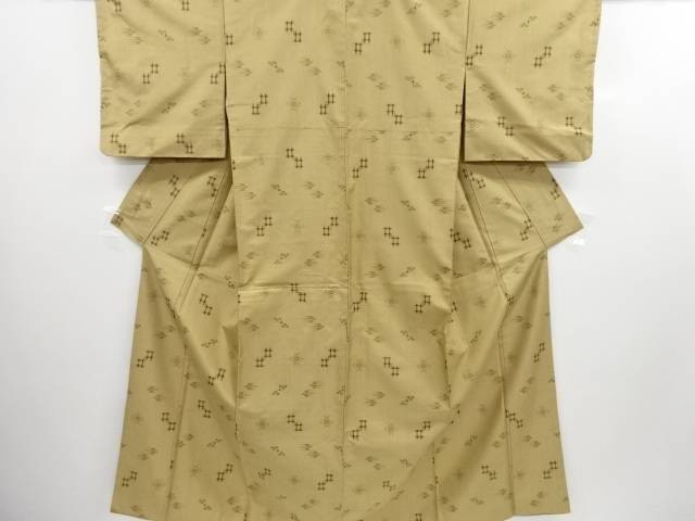 【エントリーで全品ポイント10倍!】【IDN】 琉球絣柄織り出し手織り縦節紬着物(卓布付き)【リサイクル】【中古】【着】