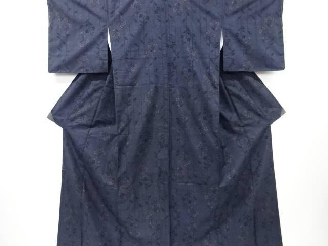 【IDN】 未使用品 仕立て上がり 枝花模様織出本場泥大島紬着物(5マルキ)【着】
