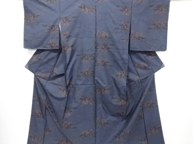 【IDN】 未使用品 仕立て上がり 草花模様織り出し本場泥大島紬着物(7マルキ)【着】