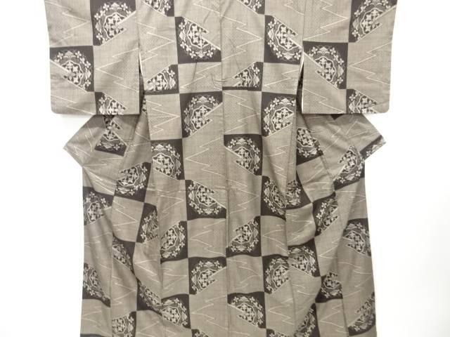 【IDN】 市松に華紋・松皮菱模様織り出し本場泥大島紬着物(割り込み絣)【リサイクル】【中古】【着】