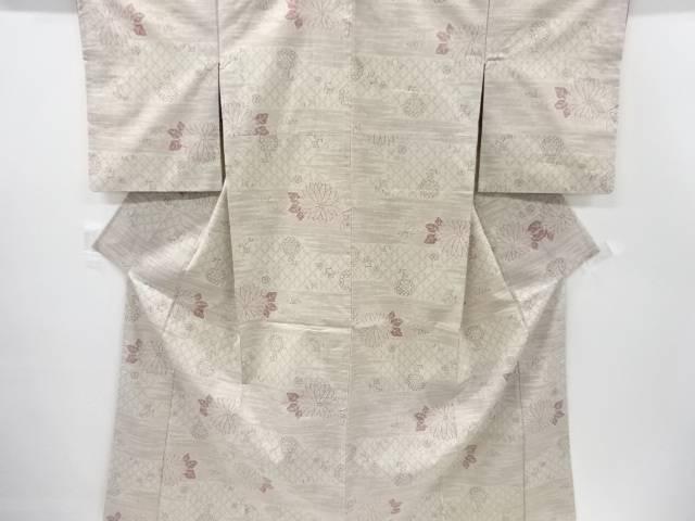 【IDnet】 重要無形文化財本場結城紬100亀甲霞に菊模様織り出し着物【リサイクル】【中古】【着】