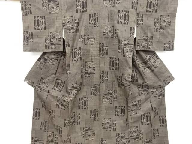 【IDnet】 色紙に牡丹・竹笹模様織り出し本場泥大島紬着物(5マルキ)【リサイクル】【中古】【着】