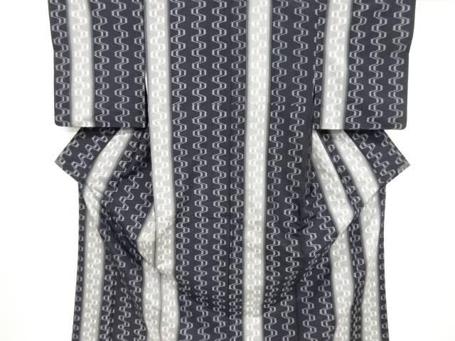 【IDnet】 縞に幾何学模様織出縦節紬着物【リサイクル】【中古】【着】