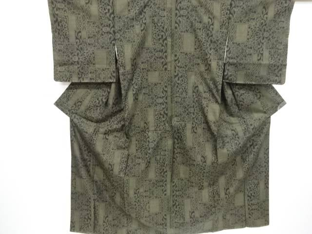 【IDnet】 未使用品 幾何学に華紋模様織り出し本場泥大島紬着物(5マルキ)【リサイクル】【着】