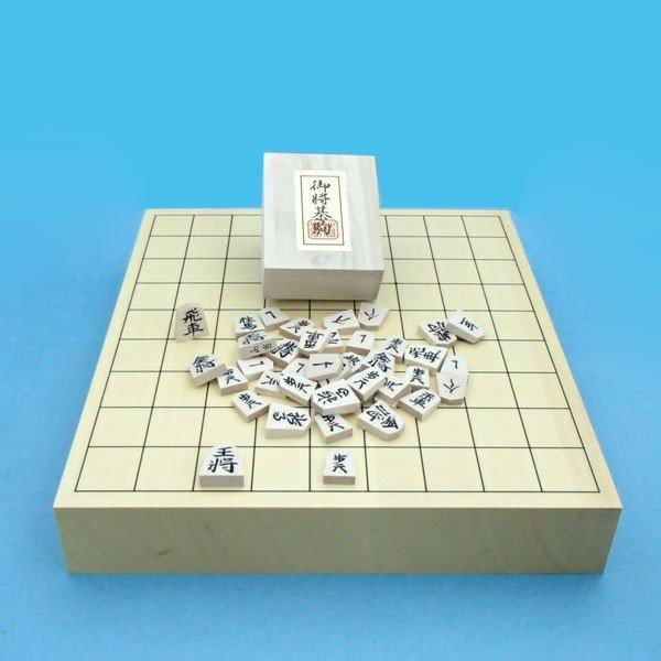 木製将棋セット ヒバ2寸卓上接合将棋盤竹と木製白椿中彫将棋駒(やや略式書体)