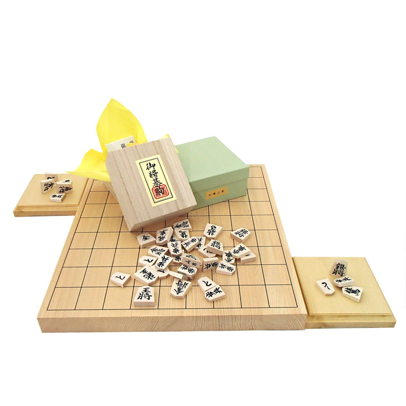 盤面が美しいフル将棋盤セット  木製将棋セット 芳香と明るい色目の桧(ヒノキ)1寸卓上接合将棋盤と山形天童の白椿上彫将棋駒に駒台付き