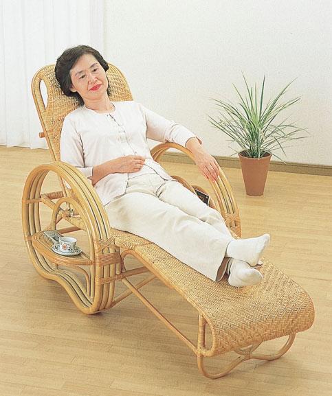 高級籐製リクライニングチェア 三つ折り寝椅子 折り畳み式,折りたたみチェア テレビチェア リラックスチェア,籐高級総アジロ編み仕様 サイドテーブル マガジンラック付