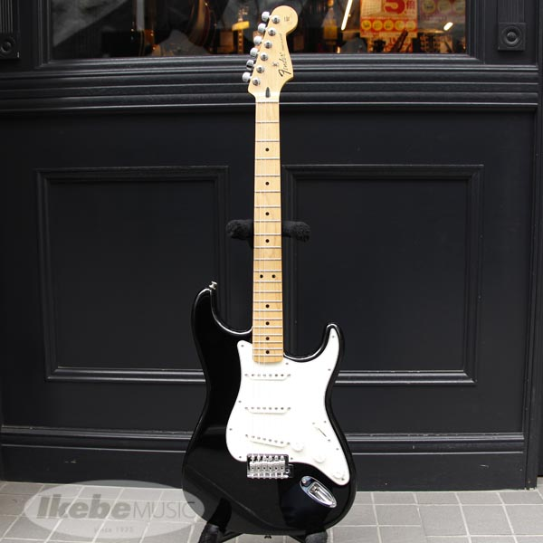 Fender MEX Standard Stratocaster (Black/Maple) 【アウトレット特価】