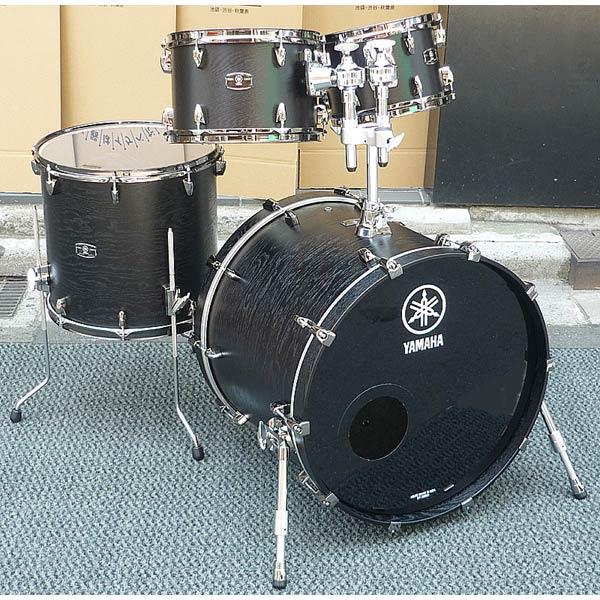 YAMAHA LIVE CUSTOM 4pc Drum Set (BKW) [LNP6F3BKW + LNB2218BKW]