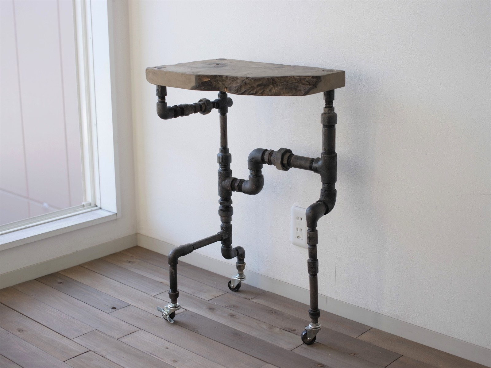 【現品限り】vintage iron side table 720*430*350(アイアン サイドテーブル 棚 インダストリアル 鉄 木 パイプ アンティーク シャビー 玄関収納 デイスプレイ)