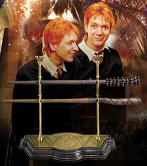 ハリー・ポッターフレッド&ジョージ・ウィーズリーの魔法の杖専用ディスプレイスタンド付きHarry Potter Weasley Wand Collection