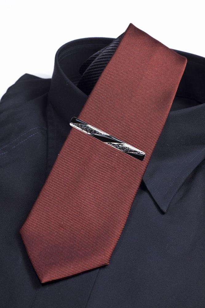 伊萬里男士領帶別針。 優雅焼付keta 基於鉑黑的作品。 別人做不了。 外星人的紀念品和禮品到最好! ★