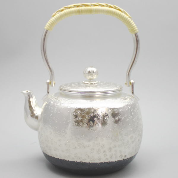 【茶器/茶道具 銀瓶(銀びん・銀ビン)】(花)小菊 秀峰堂製 900ml. 【smtb-KD】