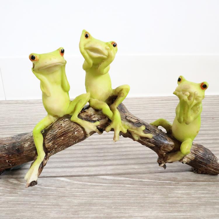 縁起の良いカエルの置物 3匹のカエル カエル 置物 玄関 かえる グッズ かわいい カエル好き 雑貨 風水 オブジェ 人気 NEW ラッピング おすすめ リビング 癒し アンティーク調 プレゼント ディスカウント オーナメント ちょっとした 輸入雑貨 女性