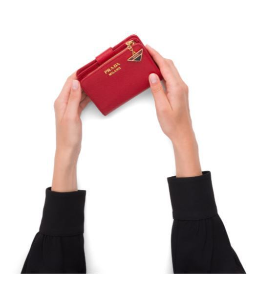 PRADA プラダ日本未入荷色有 チャーム付き サフィアーノ 財布 BLACK ブラック フォーコレッド FUOCO カーフレザUpzMqSVG