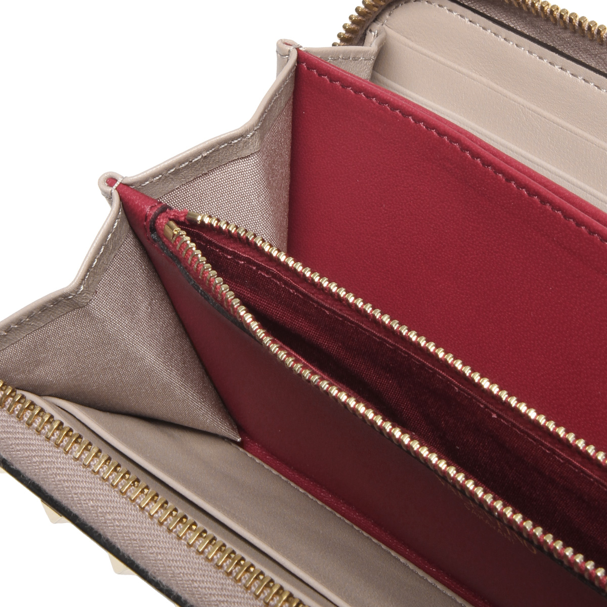 91847dd0e3fb7 ... Valentino VALENTINO wallet Lady's PW2P0P00NAP P45 round fastener long  wallet ROCKSTUD SPIKE lock stud bolt spikes ...