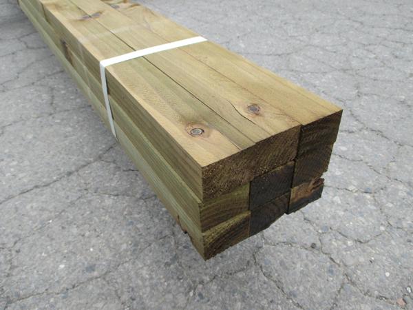 杉無垢材(防腐処理済)未乾燥材長さ3000×厚30×巾40ミリ 12本入/ケース